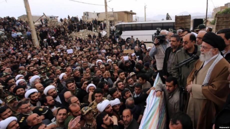 Верховный лидер Ирана призвал удвоить усилия по оказанию помощи пострадавшим от землетрясения