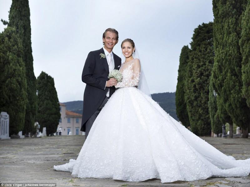 Наследница империи Swarovski вышла замуж в платье за миллион долларов (12 фото)