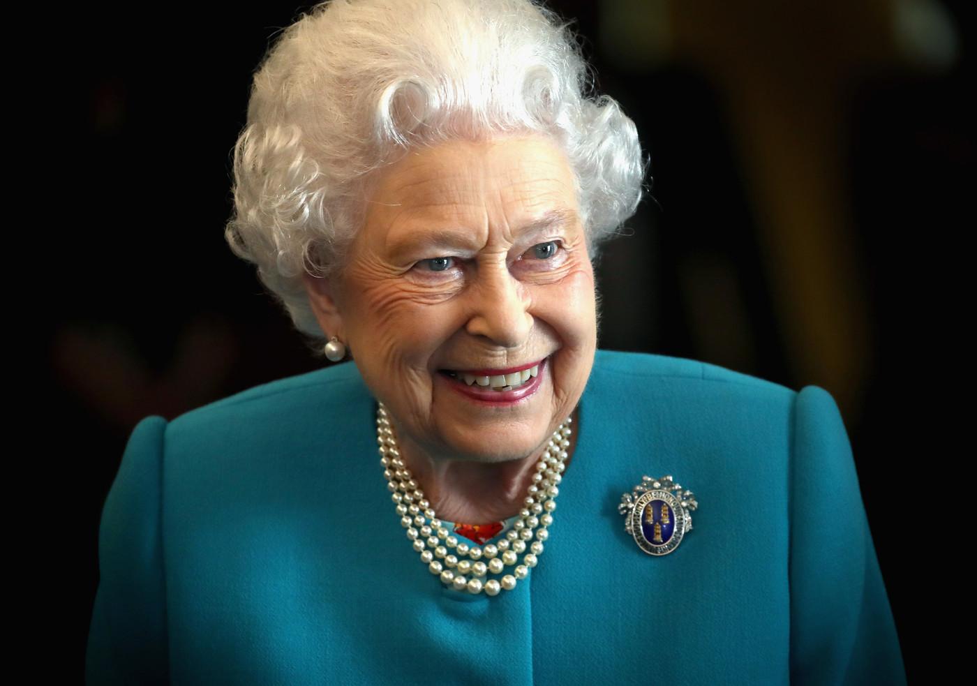 Королева Елизавета во время посещения Drapers' Hall.