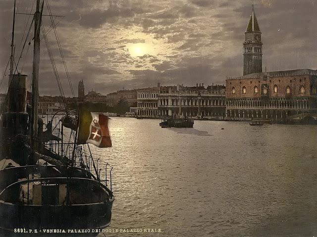 Гранд-канал и Дворец дожей в лунном свете.