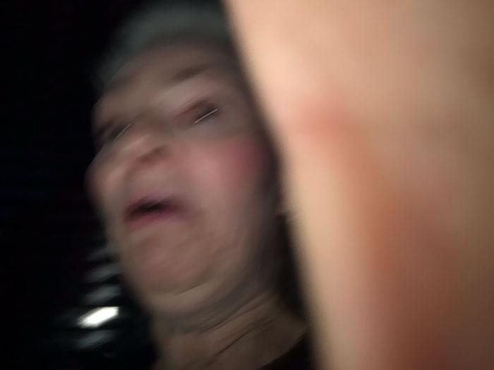 «Прошлой ночью попросили женщину сфотографировать нас, и она сделала этот шедевр».
