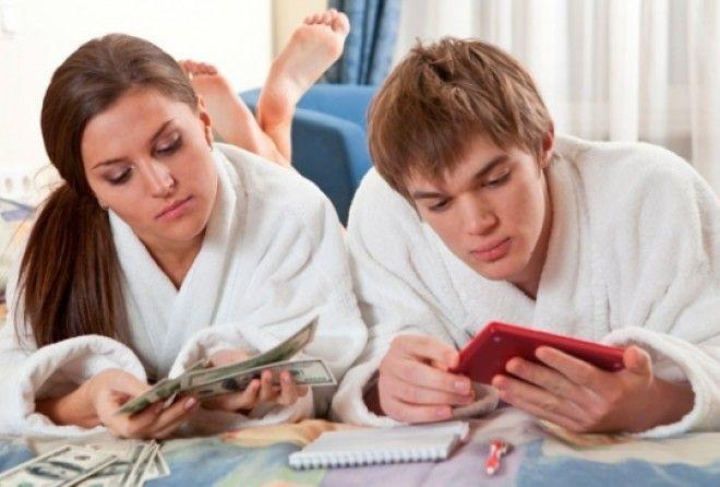 Ведические астрологи утверждают, что для процветания семьи очень важно, чтобы деньги, заработанные м