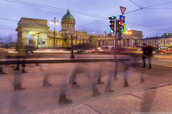 2. Похоже, что Москва и Санкт-Петербург в этом году соревнуются, у кого на улицах будет больше празд