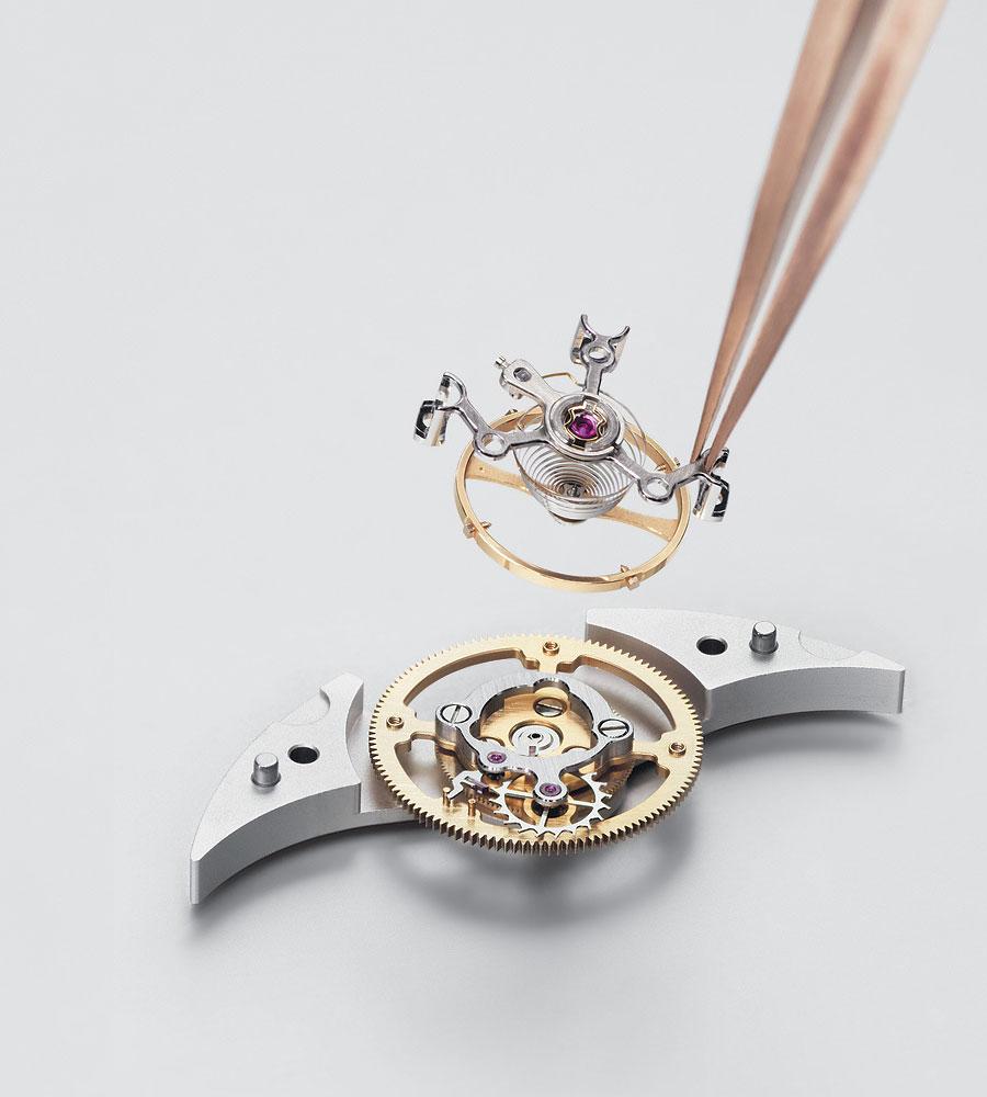 Кстати, платиновый корпус некоторых моделей вырезают из цельного килограммового куска металла. Погре
