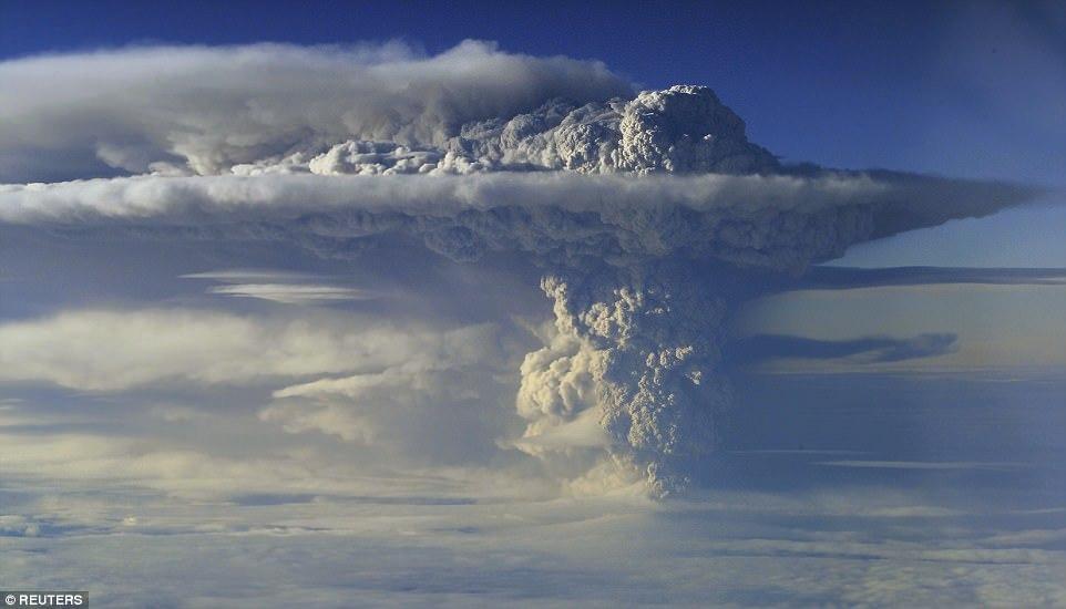 Извержение вулкана Пуеуэ в Чили, 2011 год.