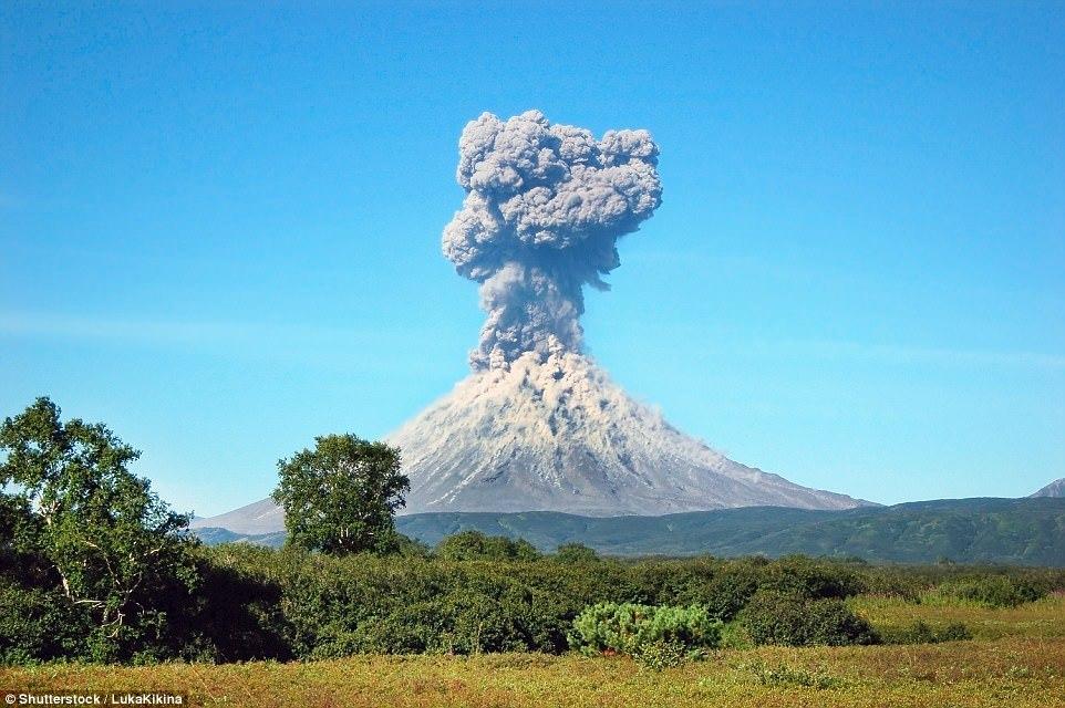 Извержение вулкана Мерапи в Индонезии, 1 ноября 2010 года.