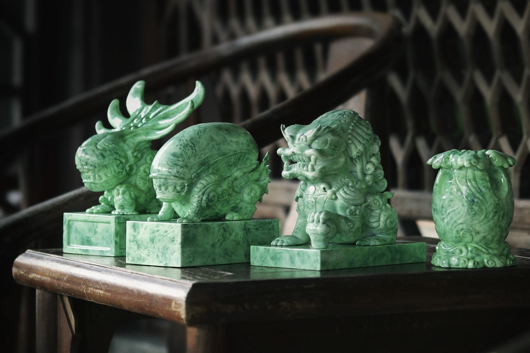 Cool 'Alien vs Predator' Jade-Like Figurines (6 pics)