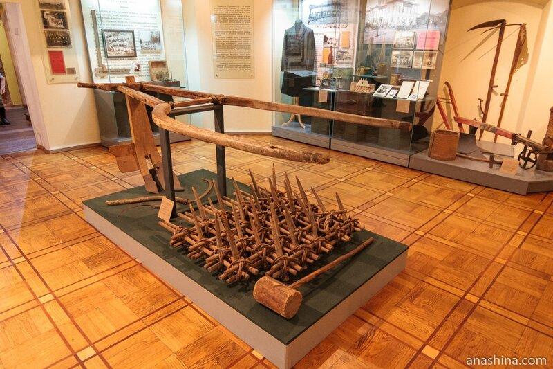 Плуг, борона и другие предметы крестьянского быта