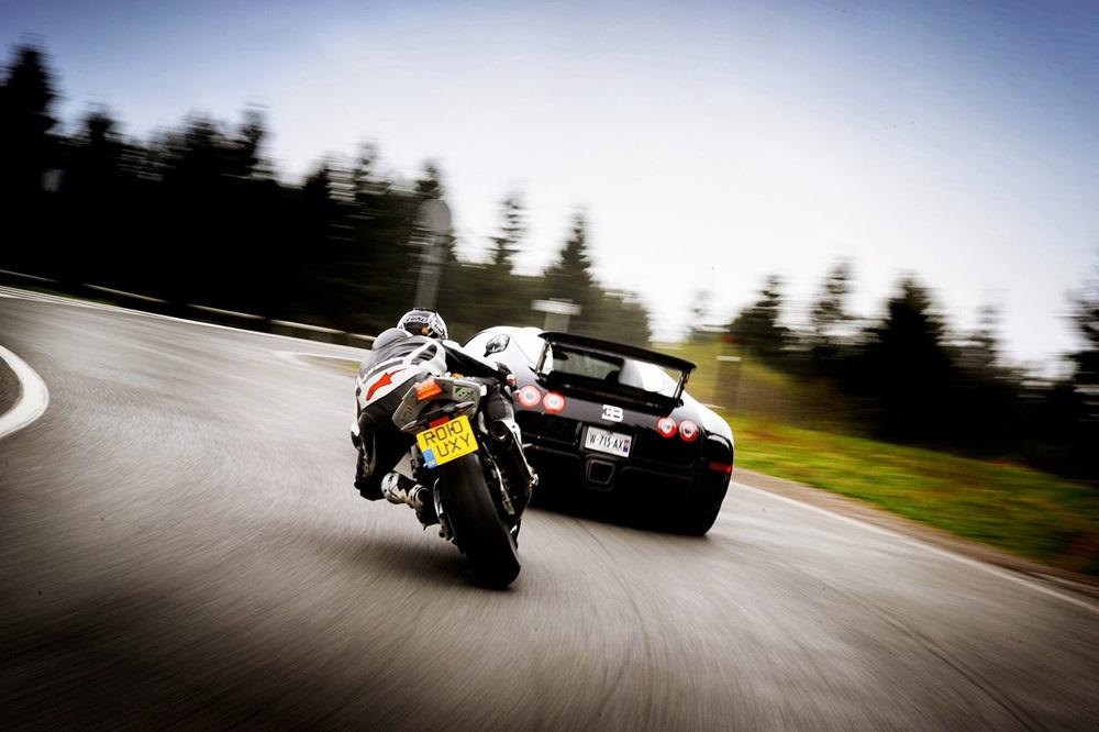 Компания Suzuki работает над безопасностью мотоциклистов в группе