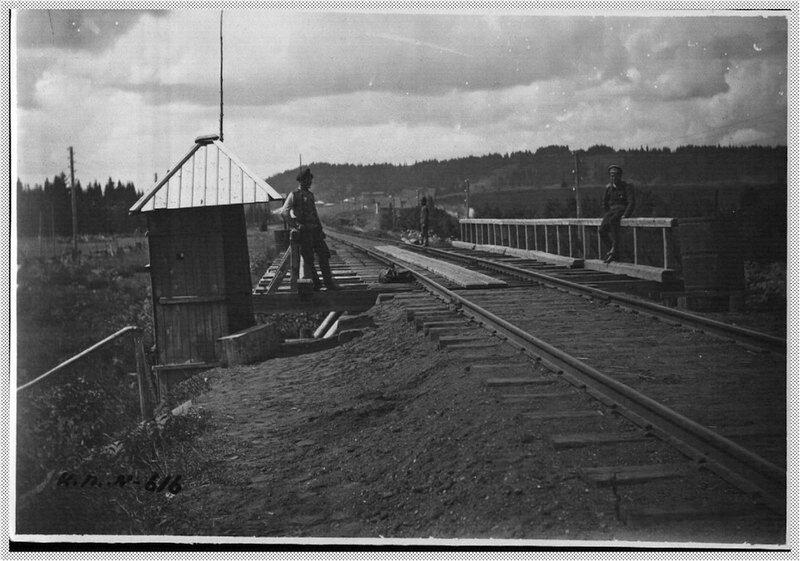 Пост охраны железнодорожного моста.jpg