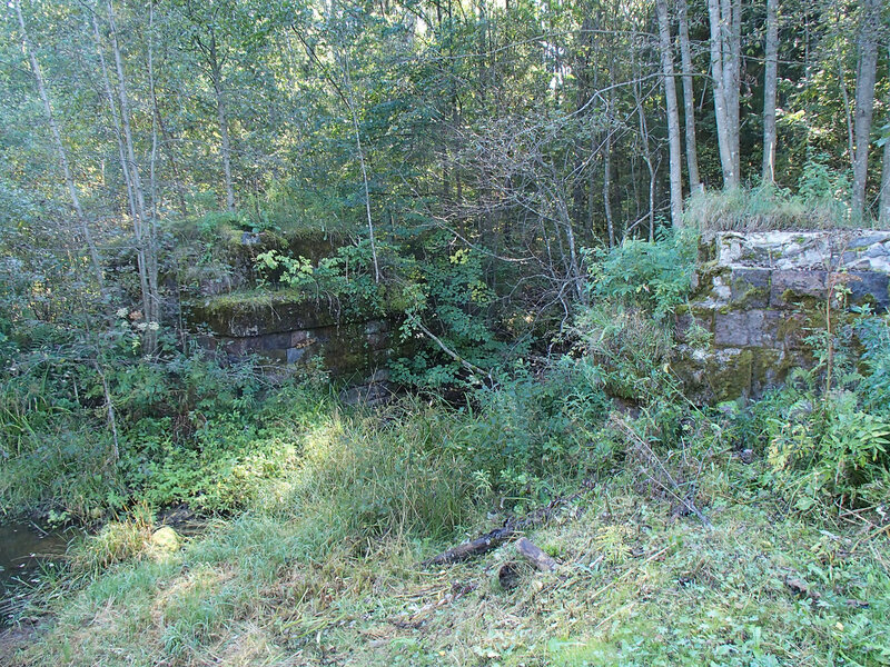 Основы моста через речку Суйцу