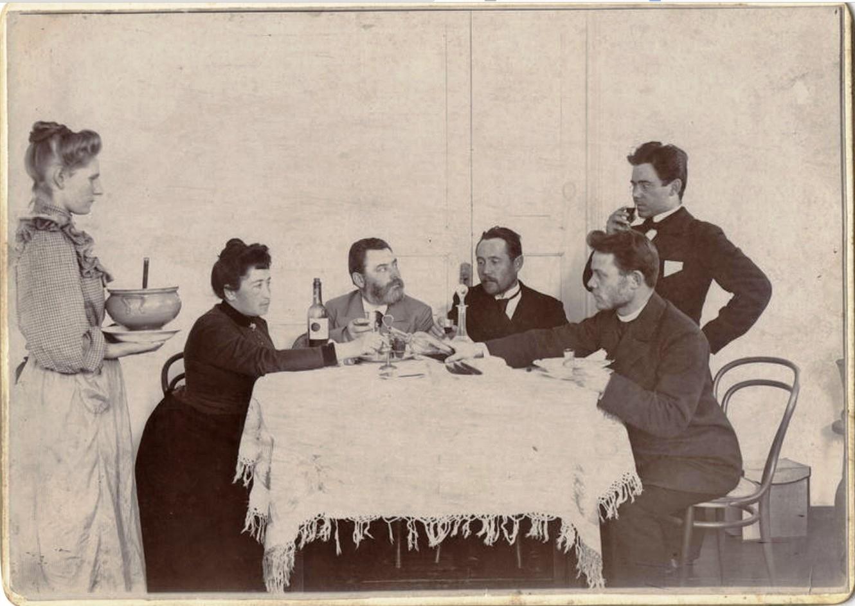 Домашняя трапеза. Иркутский купец В.М. Посохин. 1910-е