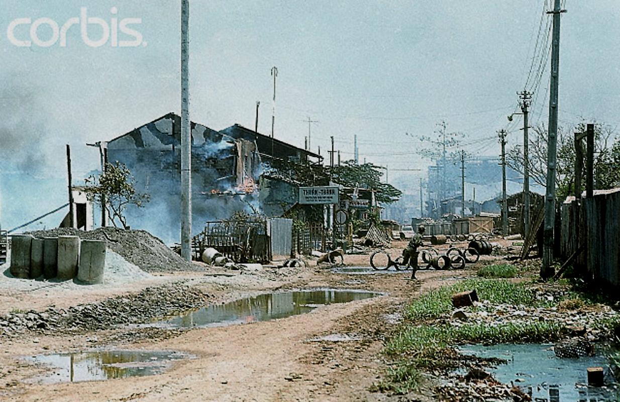 Дома сожжены во время ожесточенных боев в Тёлоне, китайском районе Сайгона, когда террористы взрывали полицейские участки и военные машины, а так же подняли флаги Вьетконга на осветительные столбы. 6 мая