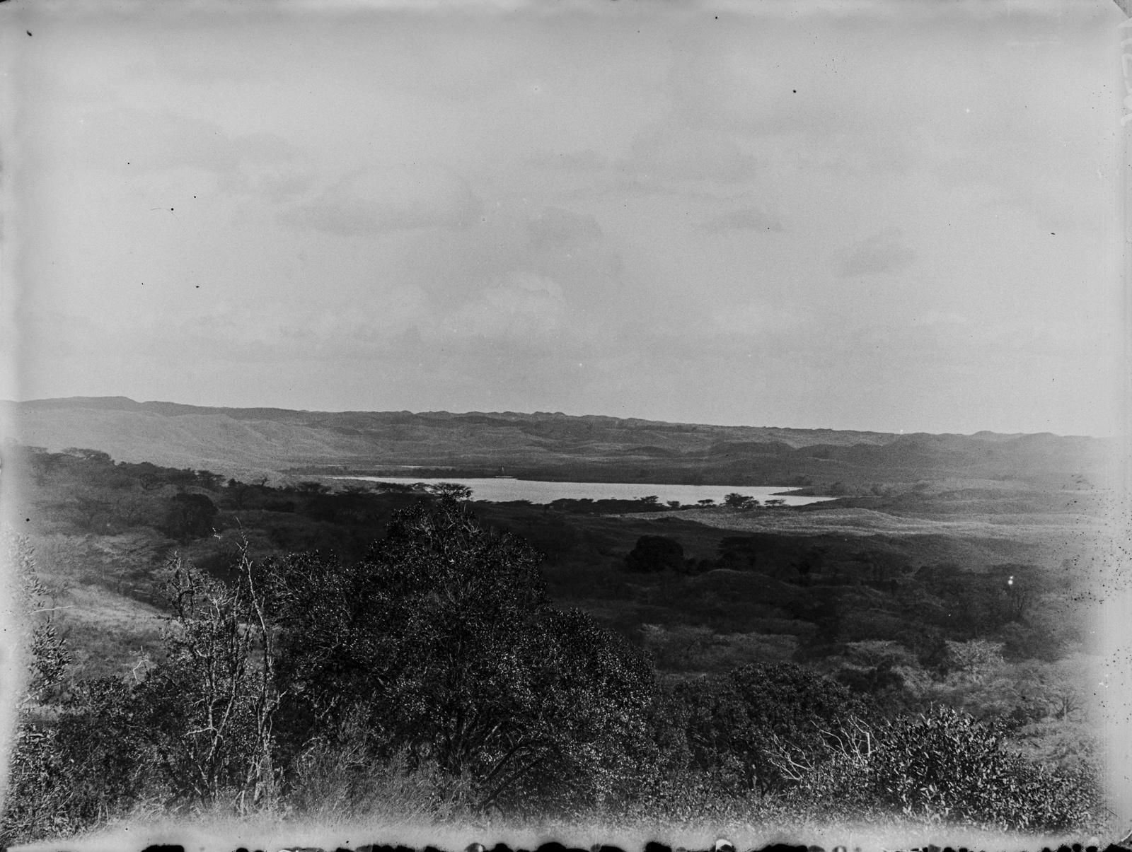 321. Вид с холма на долину с озером