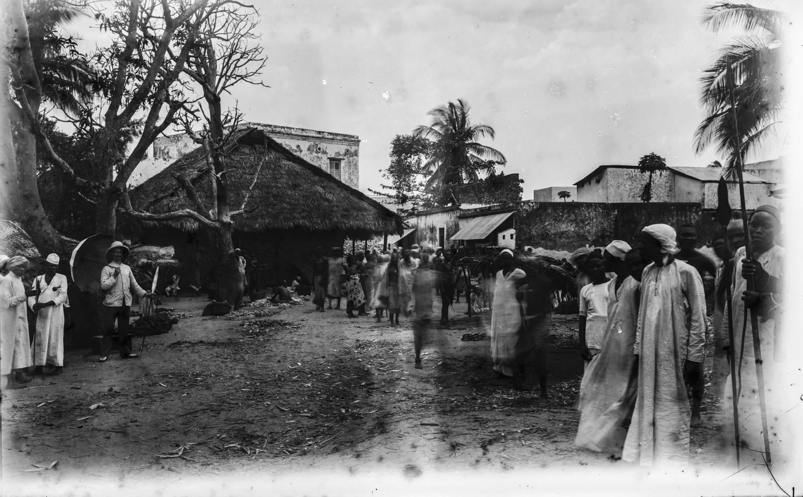 343. Уличная сцена в Багамойо