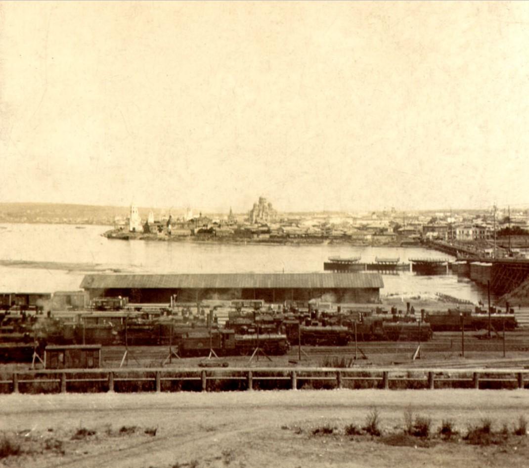 Центр города и понтонный мост со стороны вагонного депо
