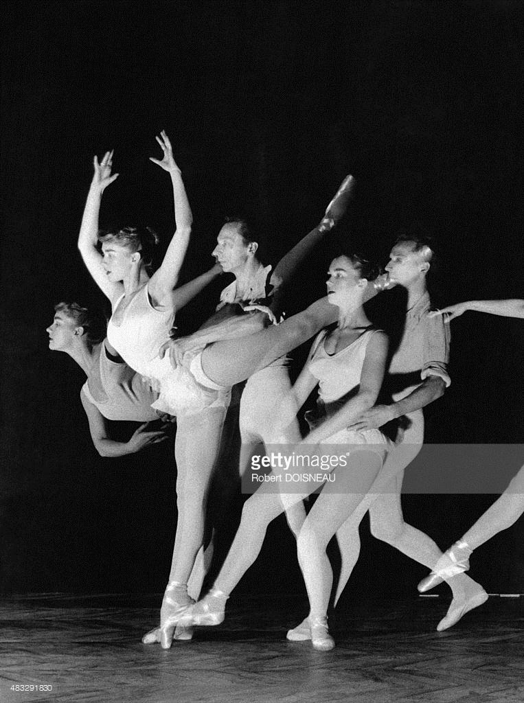 Последовательность танцевальных движений танцовщика Клода Бесси