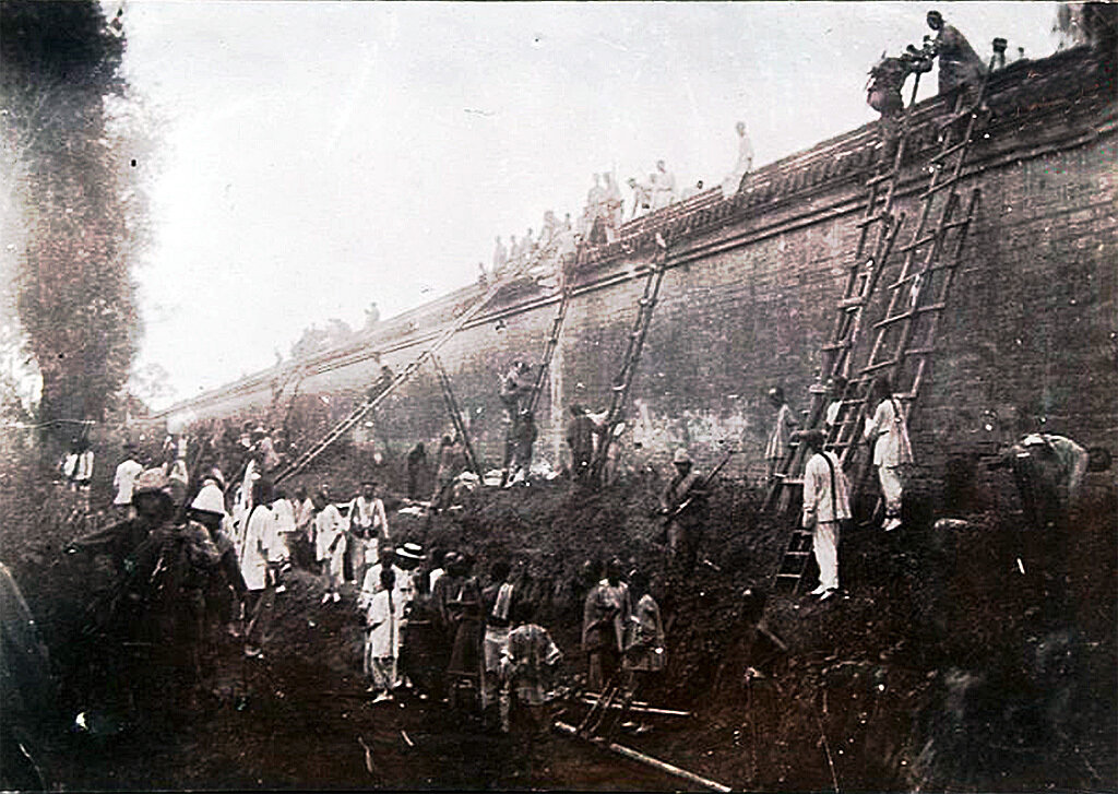 Французские войска идут кратчайшим путём, Боксёрское восстание. 1900 год.