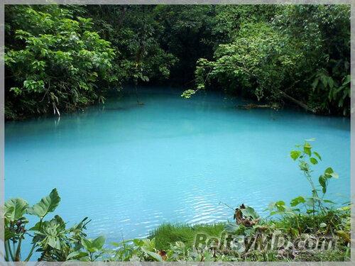 Река «Селеста» с водой бирюзового цвета в Коста-Рика