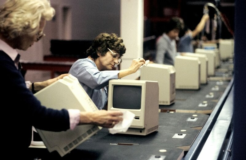 The Macintosh computer assembly line at the Apple factory in Cupertino, CA. January 25 1984.JPG