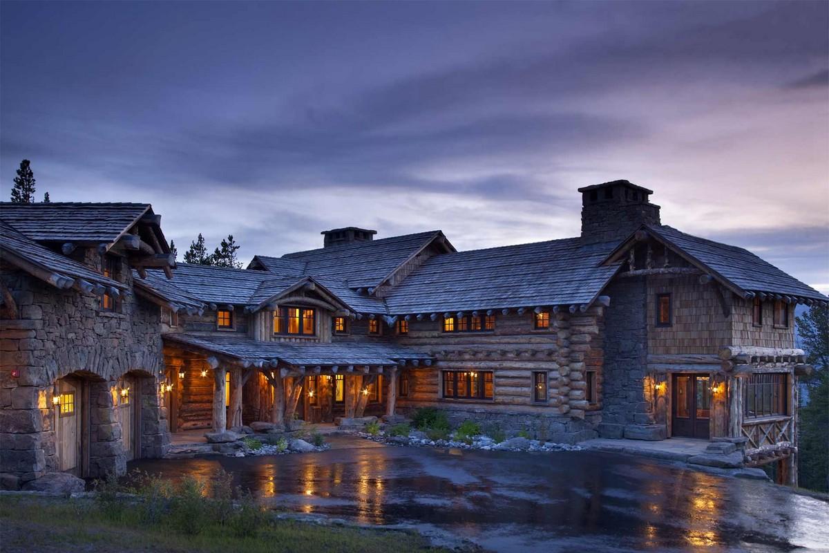 Роскошный деревянный особняк среди горных склонов