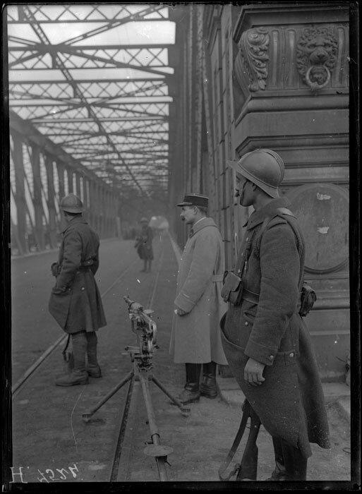 Strasbourg, Alsace, le pont de Kehl gardé par des soldats du 4e RZ.