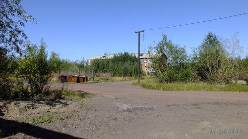Фото города Инта №5533 Юго-западная сторона Спортивной 120 (вид от перекрёстка) 06.08.2013_13:37