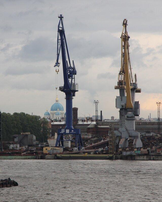 Saint-Petersburg. Seaport. Port crane