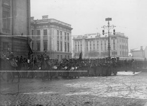 Участники похорон командующего батальоном, военного инженера, генерал-адъютанта Николая I Карла Андреевича Шильдера во время переноса праха с Царскосельского вокзала в батальонную церковь.