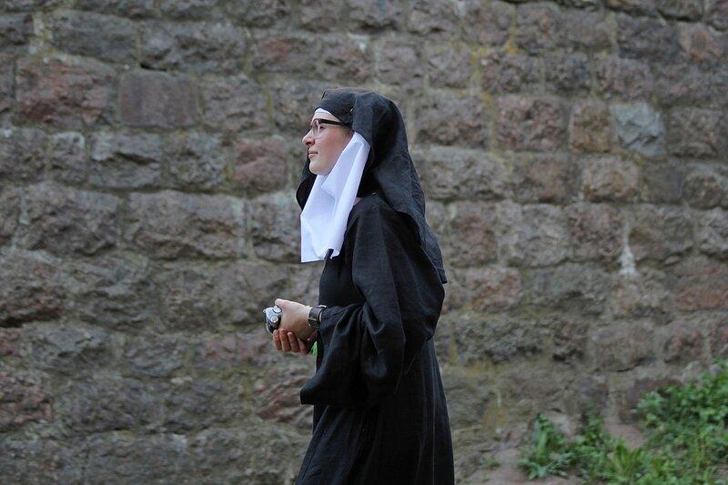 католическая монашка - фестиваль «Майское дерево 2014»