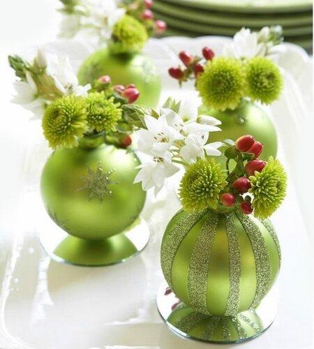 Декор из новогодних шаров