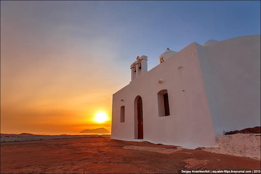 Закат на острове Милос