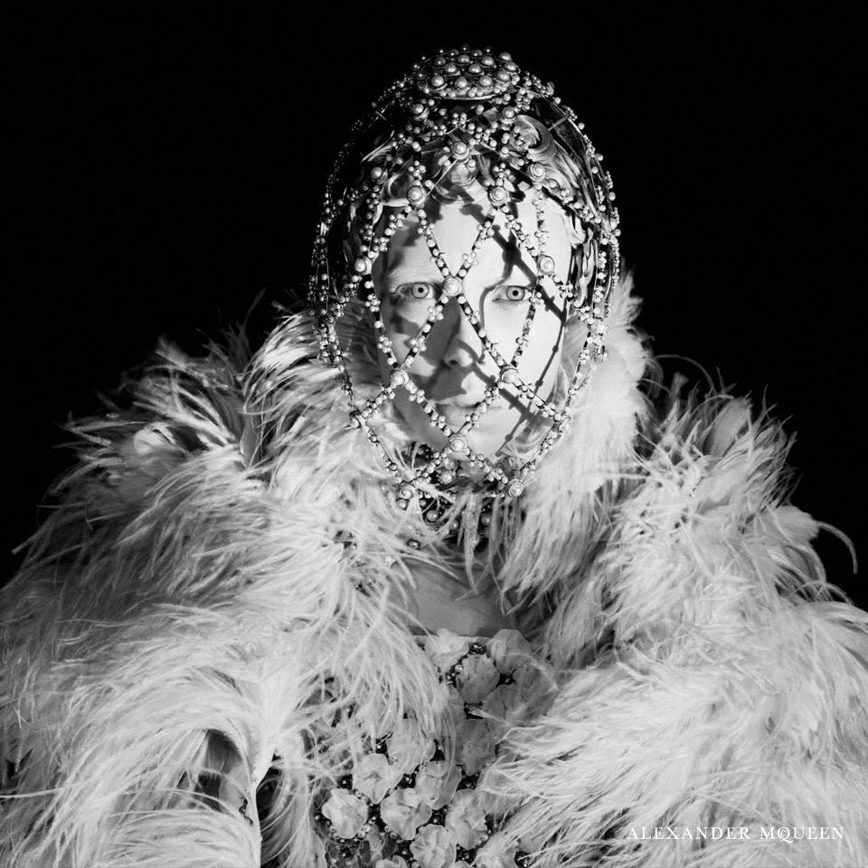 Edie Campbell / Эди Кемпбелл в рекламной кампании Alexander McQueen, осень 2013 / фотограф David Sims