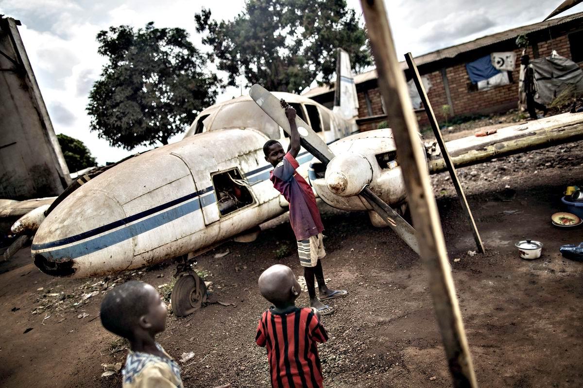 От винта: Авиационные игрушки современных африканских детишек