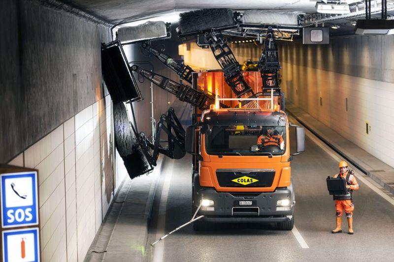 Рукастая машина для чистки тоннелей