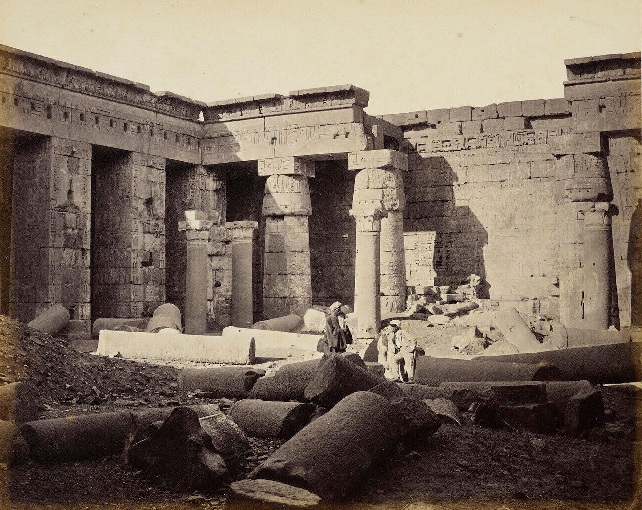 17 марта 1862. Большой двор храма. Видны остатки христианской церкви. Мединет Абу, Фивы
