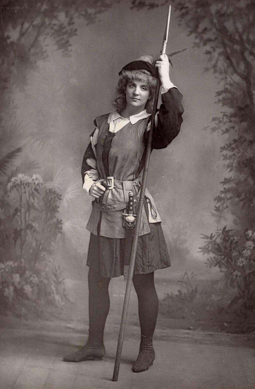 Ада Рехан. 1859-1916. Американская актриса, получившая всеобщее восхищение в Европе. Здесь она в ролик Розалинды в «Как вам это нравится