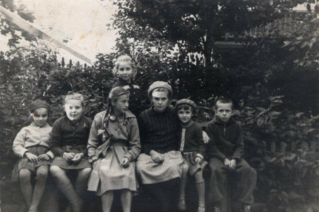 1960. Дети в московском скверике
