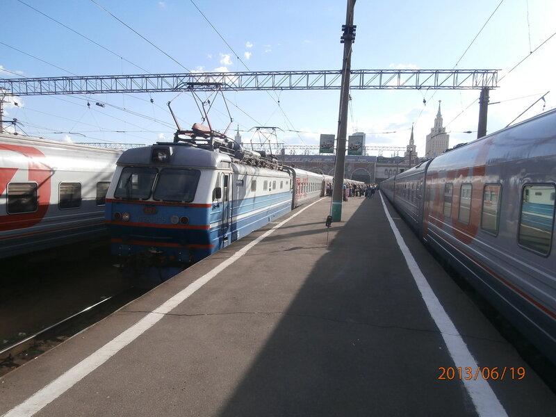 Электровоз ЧС2К-675 на Казанском вокзале Москвы