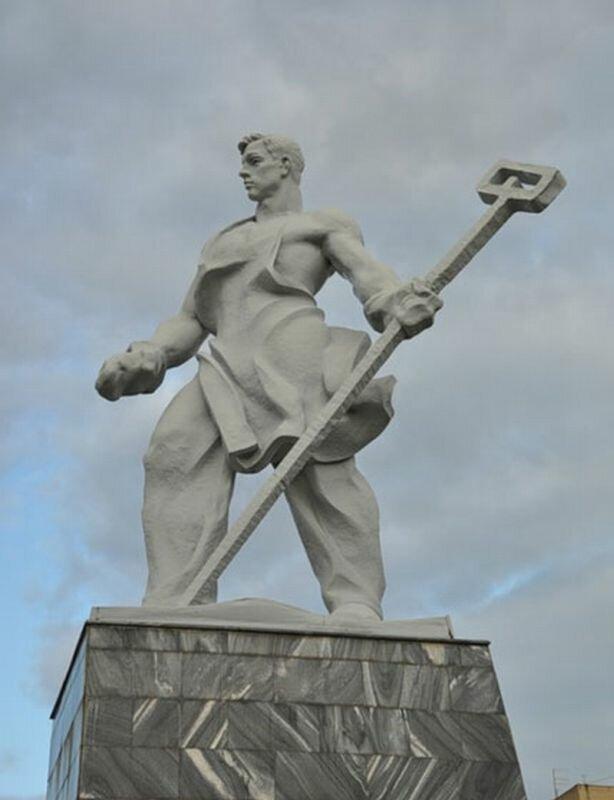 Памятник ″Металлург″ (24.07.2013)