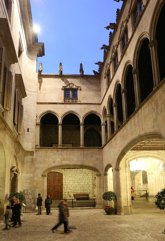 Дворец правительства Каталонии (Palacio de la Generalidad). Интерьеры