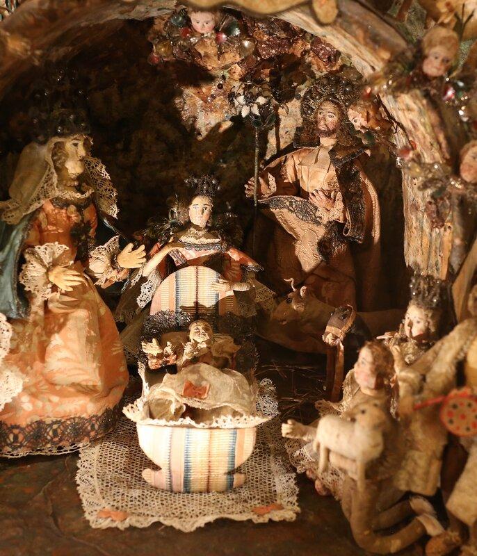 Рождествеская керамическая миниатюра