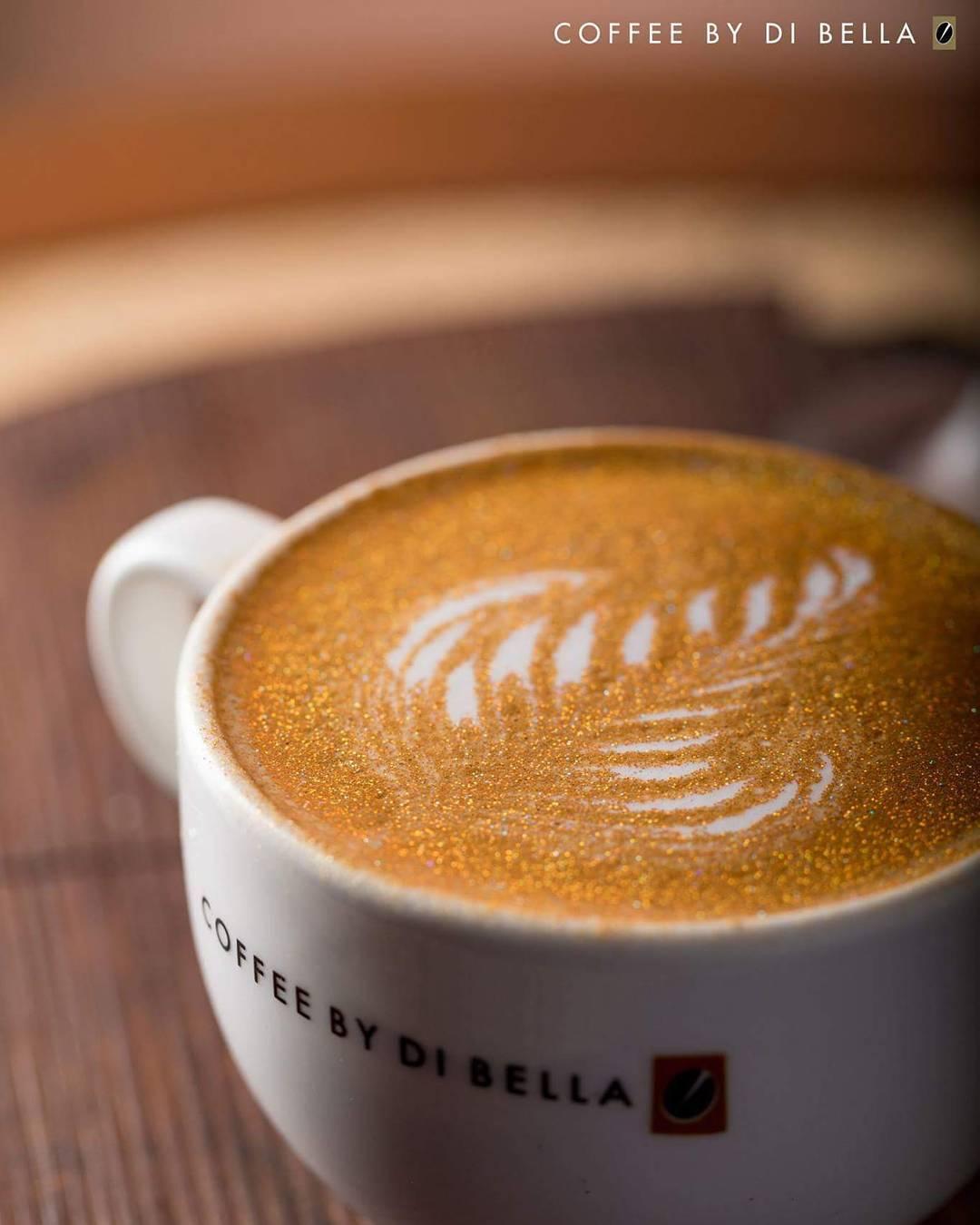 Те, кто уже успел попробовать такой блестящий кофе, говорят, что блёстки никак не влияют на вкус нап