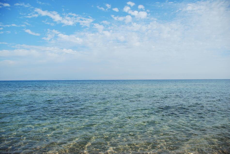 Из-за такого климата море быстро испаряется. За год здесь выпадает всего 100 миллиметров атмосферных