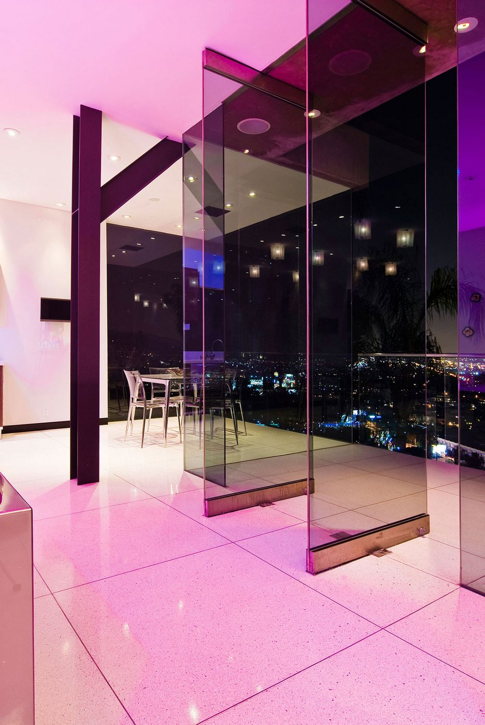 Роскошный особняк в Голливуде с видом на Лос-Анджелес
