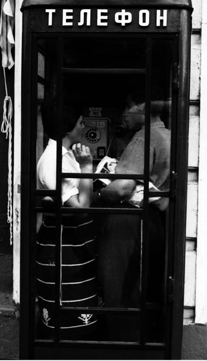 Двое в телефонной будке