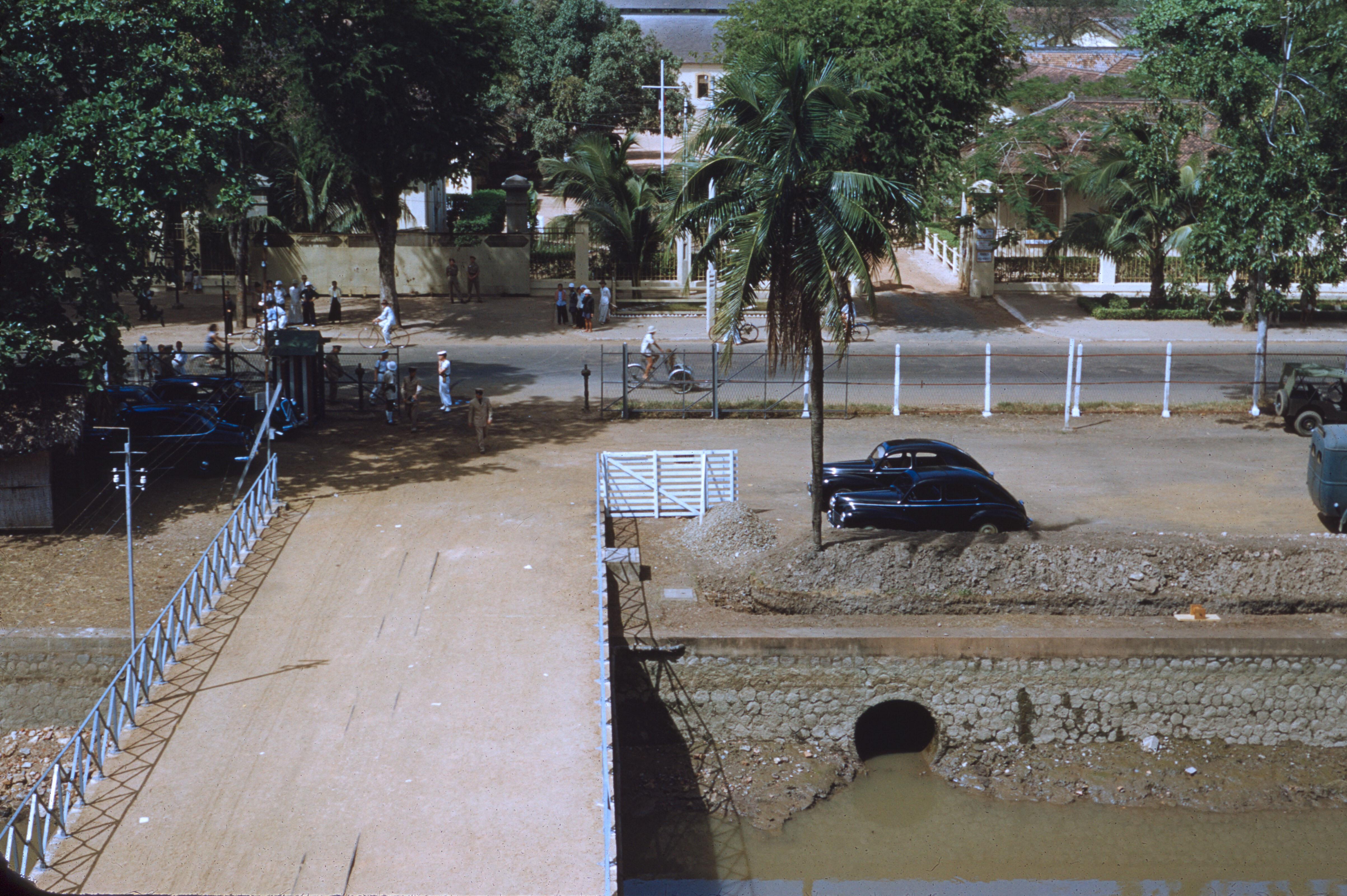 Причалы в районе порта Бах Данг Уорф