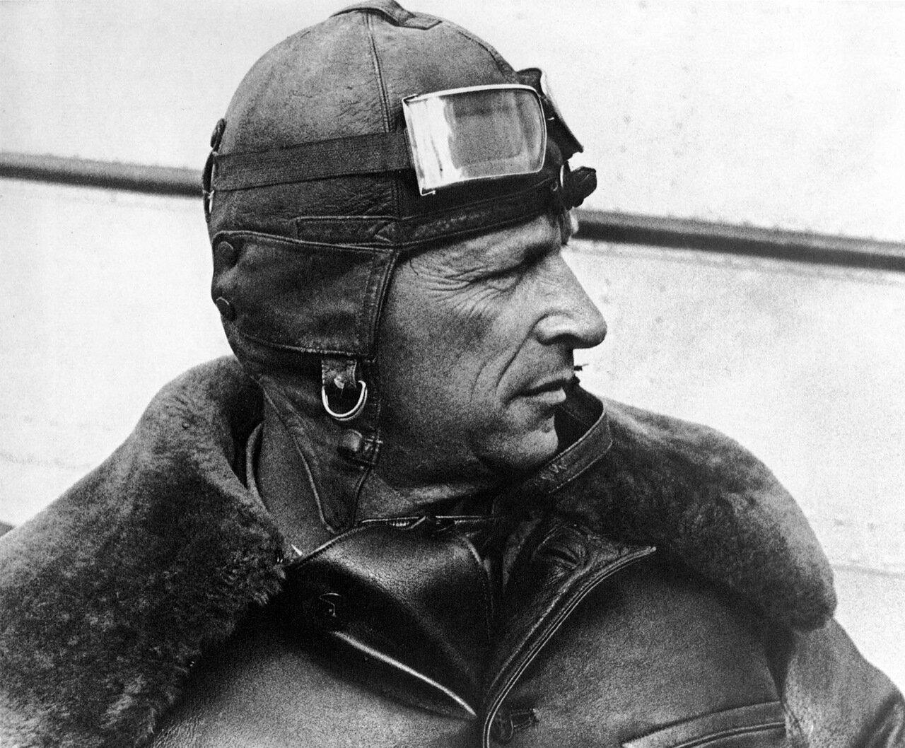 Лётчик М.Громов. 1937 год