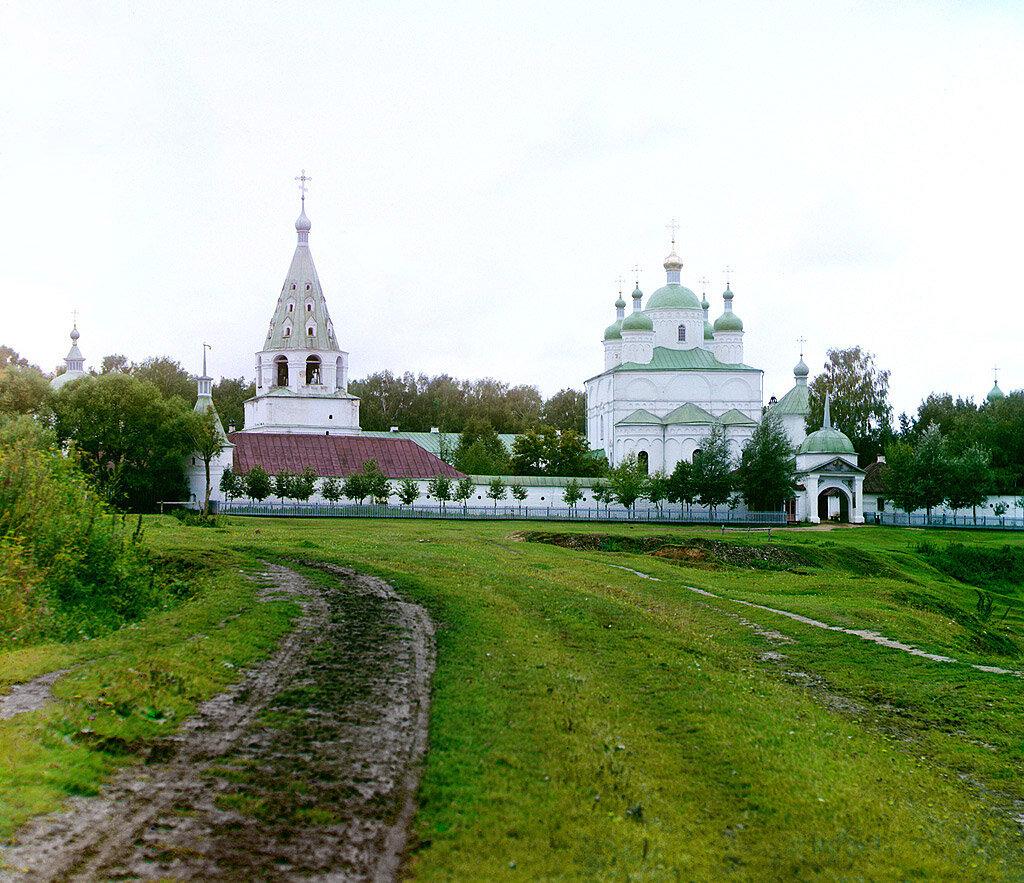 Общий вид Ферапонтовского монастыря близ Можайска.