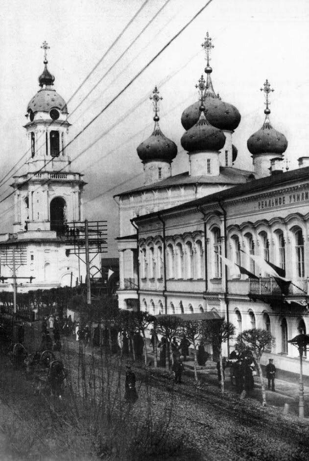 Миллионная улица и Собор.  1911